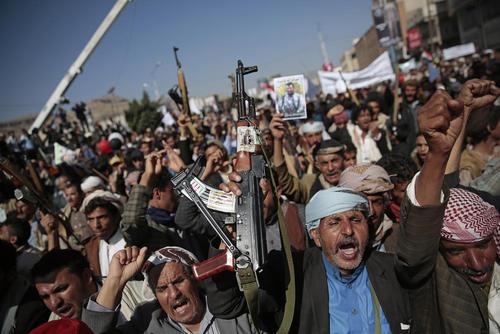 تظاهرات هزاران یمنی در شهر صنعا در اعتراض به محاصره دریایی یمن از سوی عربستان سعودی