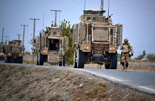کاروان نظامیان خارجی پس از حمله گسترده طالبان به نظامیان و نیروهای پلیس افغانستان – قندهار