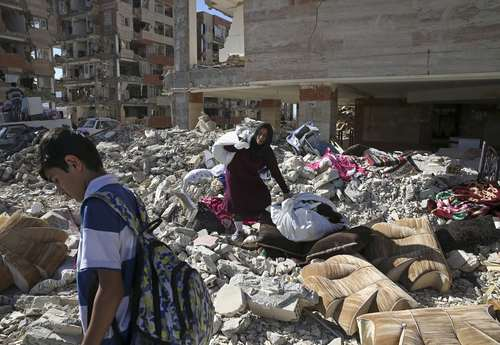 سرپل ذهاب زلزله زده – عکس: وحید سالمی/ آسوشیتدپرس