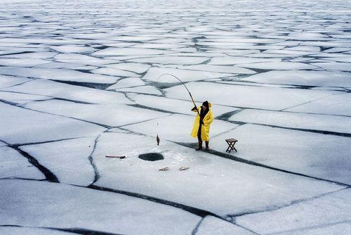 ماهیگیری از رود یخزده