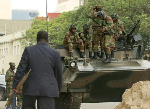 تانک های ارتش زیمبابوه در خیابان های پایتخت