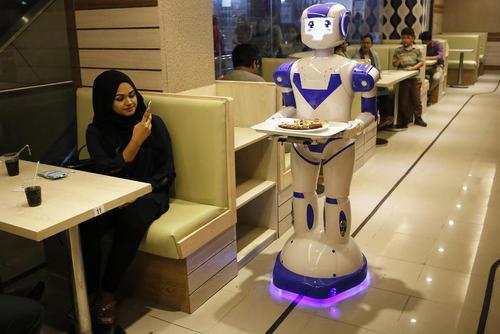 افتتاح نخستین رستوران روباتی در شهر داکا پایتخت بنگلادش