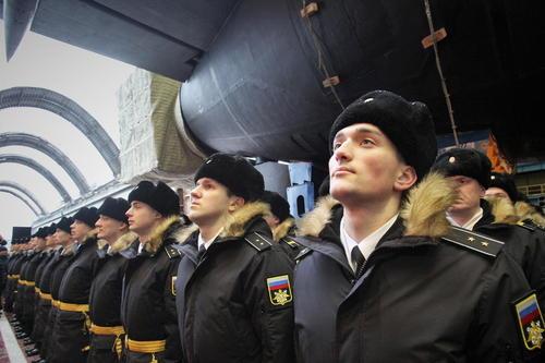افسران نیروی دریایی روسیه در مراسم پرتاب موشک جدید کروز اتمی زیردریایی این کشور/ عکس: خبرگزاری ایتارتاس