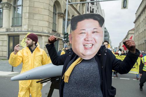 تظاهرات بر ضد سلاح های هسته ای در شهر برلین آلمان