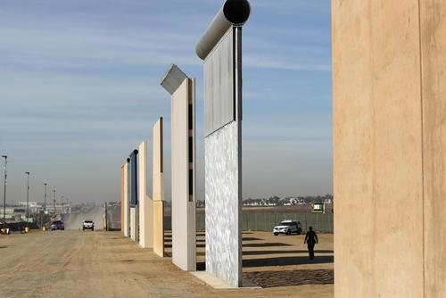 ساخت نمونه های اولیه دیوار مرزی جدید بین آمریکا و مکزیک – ساندیهگو کالیفرنیا