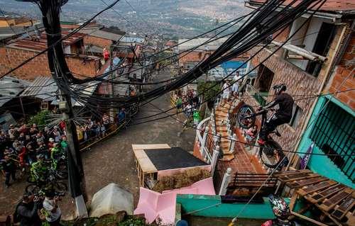 مسابقات دوچرخه سواری در شیب شهری در شهر مدلین کلمبیا