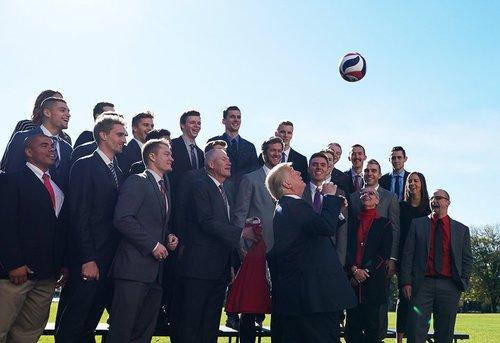 دیدار ترامپ با اعضای تیم والیبال مردان ایالت اوهایو آمریکا در کاخ سفید