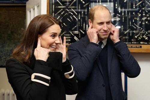 بازدید شاهزاده ویلیام نوه ملکه بریتانیا و همسرش کاترین میدلتون از یک کارخانه قدیمی سوت سازی در بیرمنگام بریتانیا