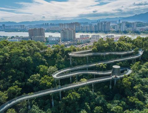 پل پیاده روی در شهر فوژو چین