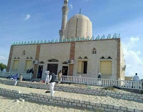 200 کشته در حمله به مسجدی در صحرای سینا (+عکس)/ اعلام 3 روز عزای عمومی در مصر