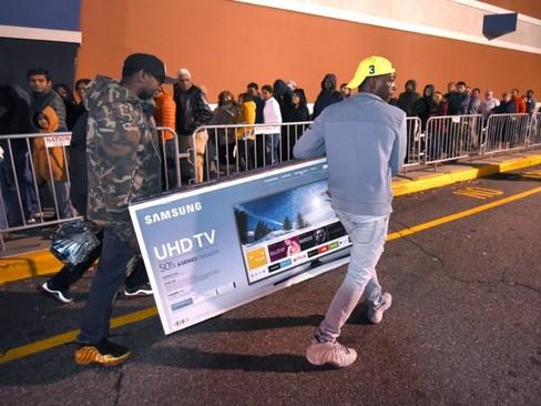 شلوغی و ازدحام خرید در جمعه سیاه در فروشگاهی در شهر نوروالک ایالت کانتیکت آمریکا