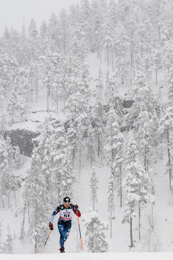 کوهنورد آمریکایی در حال رقابت در مسابقات جام جهانی کوهنوردی در روکا فنلاند