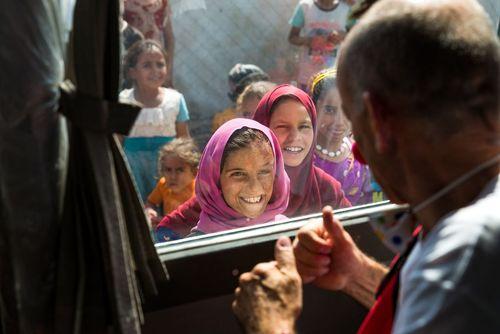 سفر یک گروه دلقک دانمارکی و سوئدی به اردوگاهی در شمال عراق