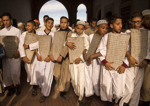 حضور دانش آموزان مراکشی در مسجد جامع شهر رباط برای خواندن نماز باران/عکس: خبرگزاری فرانسه