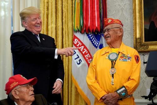 اعطای مدال افتخار از سوی ترامپ به کهنه سربازان آمریکایی بازمانده جنگ دوم جهانی- کاخ سفید