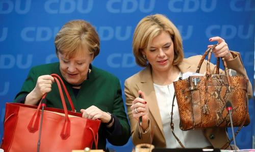 آنگلا مرکل در نشست حزب متبوعش (اتحادیه دموکرات مسیحی) در برلین