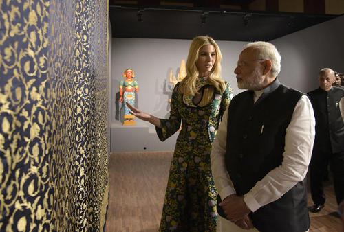 ایوانکا ترامپ در کنار نخست وزیر هند در محل اجلاس جهانی کارآفرینی در حیدر آباد هند