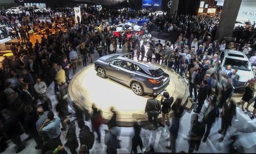 نمایشگاه سالانه خودرو در لس آنجلس آمریکا