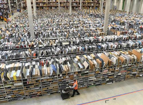 انبار کالاهای شرکت آمازون – آلمان