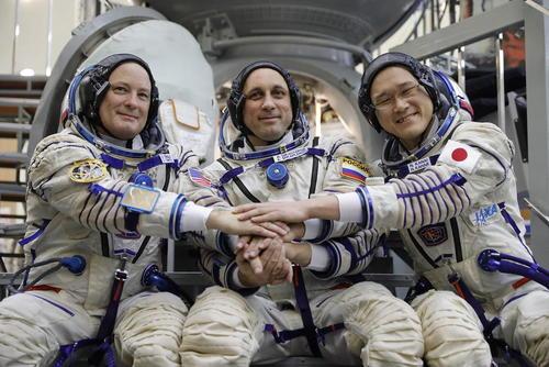جلسه تمرینی سه فضانورد آمریکایی، روسی و ژاپنی پیش از اعزام به ماموریت فضایی – مسکو