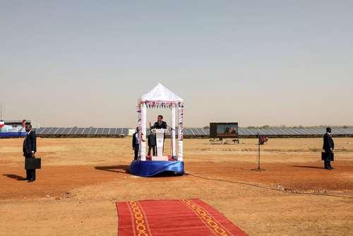 سخنرانی رییس جمهور فرانسه در آیین افتتاح یک نیروگاه برق خورشیدی در بورکینافاسو