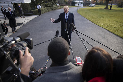 مصاحبه ترامپ با خبرنگاران در کاخ سفید پیش از ترک واشنگتن برای تعطیلات آخر هفته در نیویورک، درباره