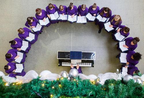 سرودخوانی گروه کُر موسیقی کلیسای جامع