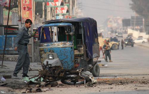 محل یک حمله انتحاری در شهر جلال آباد افغانستان
