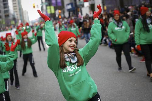 حضور 300 هزار نفر در کارناوال سالانه بابانوئل در شهر ونکوور کانادا