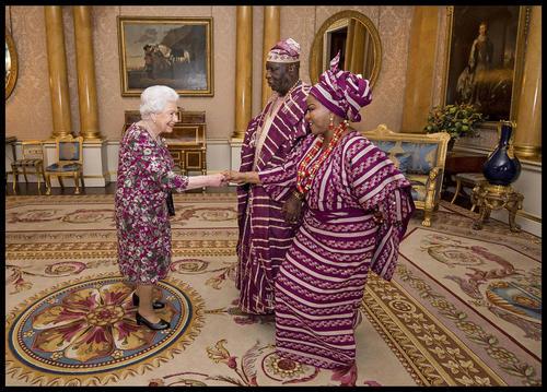 دیدار کمیساریای عالی امور خارجی جمهوری فدرال نیجریه با ملکه بریتانیا در کاخ باکینگهام