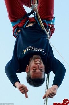 بندبازی خطرناک روی برج ایفل (+عکس)