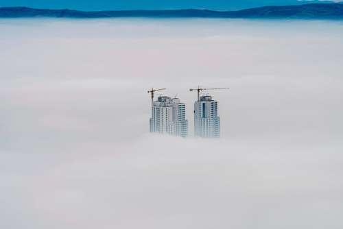 پایین آمدن ارتفاع ابرها در شهر اسکوپچه مقدونیه
