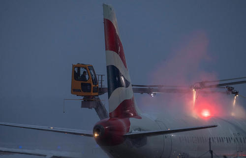 یخزدایی از هواپیماها در فرودگاه بین المللی فرانکفورت آلمان