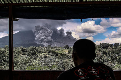 فعالیت کوه آتشفشان در کارو اندونزی