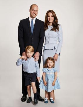 عکس کارت پستال ویژه کریسمس خانواده شاهزاده ویلیام نوه ملکه بریتانیا