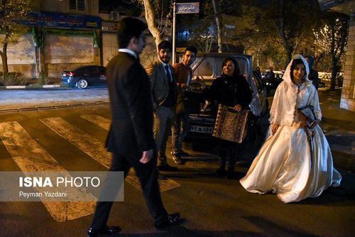 حضور عروس و داماد در خیابانهای تهران پس از زلزله - میدان برنامه و بودجه