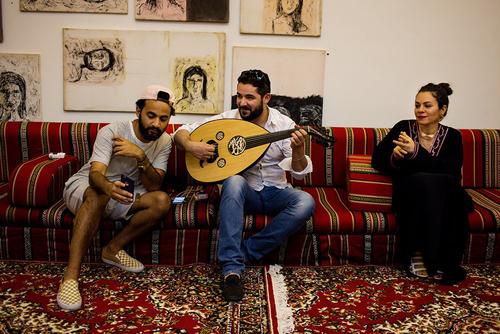 یک جمع موسیقی دوستانه در خانه ای در ریاض