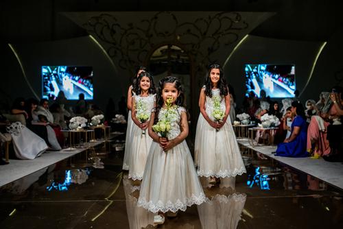 همراهان عروس در یک عروسی در تالار