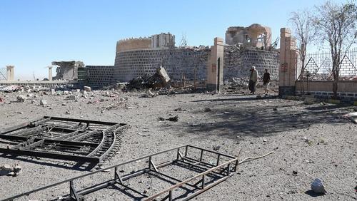 حمله هوایی ائتلاف تحت رهبری سعودی به منطقه ای مسکونی در شهر صنعا یمن. در این حمله 9 غیر نظامی از جمله 5 کودک کشته شدند./ عکس: شینهوا