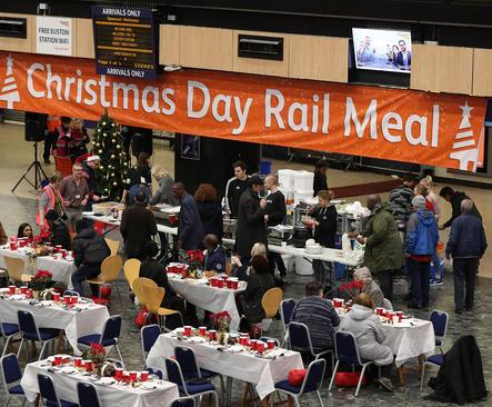 ناهار خیریههای انگلیس برای بیخانمان ها در روز کریسمس- لندن