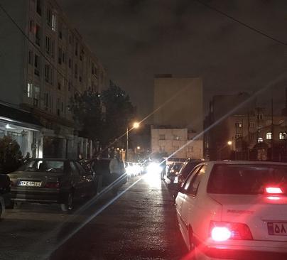 خروج مردم تهران از منازل بعد از زلزله دقایقی قبل