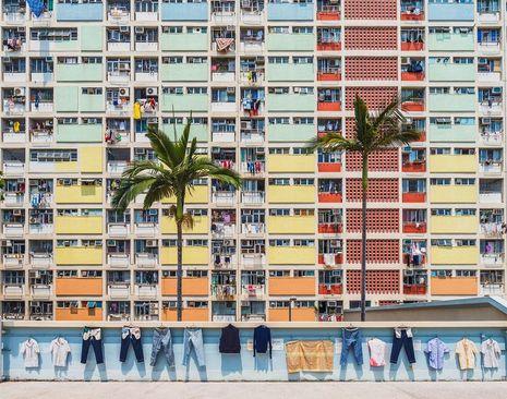 خشک کردن لباس در یک مجتمع مسکونی بزرگ در هنگ کنگ/ عکس روز وب سایت