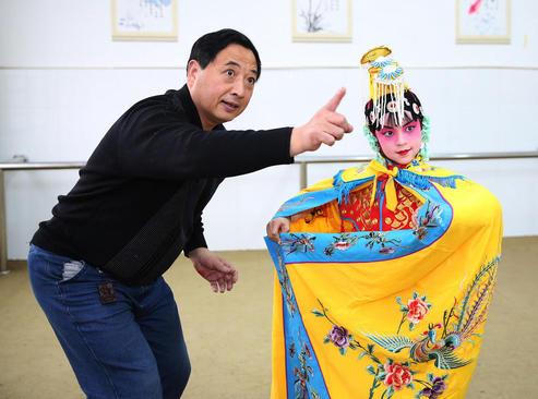 کلاس تمرین اوپرا در مدرسهای در شهر نانتونگ چین