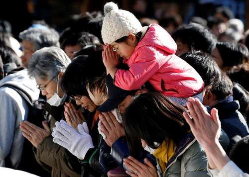 مراسم دعا در نخستین روز سال جدید میلادی در معبد میجی در شهر توکیو