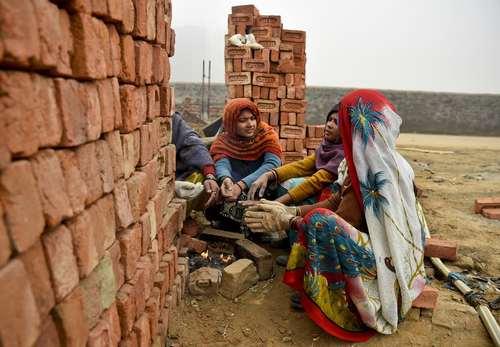 کارگران در حال گرم شدن – هند