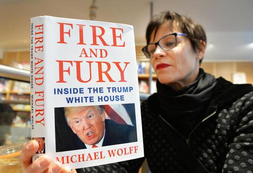 فروش کتاب جدید افشاگرانه درباره دونالد ترامپ در فروشگاهی در لندن