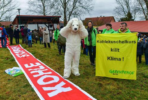 اعتراض فعالان محیط زیست به باز شدن یک معدن ذغال سنگ در تابندورف آلمان