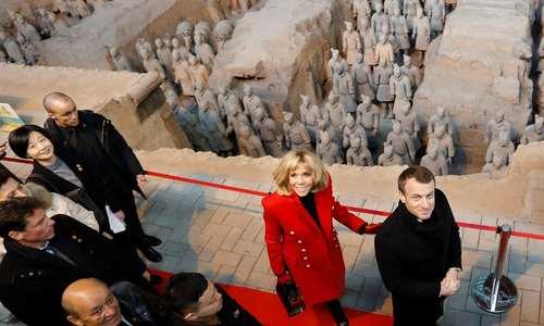 بازدید رییس جمهور فرانسه و همسرش از یک موزه در شهر شیان چین/عکس: رویترز