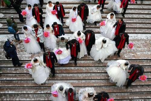 ازدواج گروهی 34 زوج چینی در حاشیه جشنواره سالانه برف و یخ در هاربین