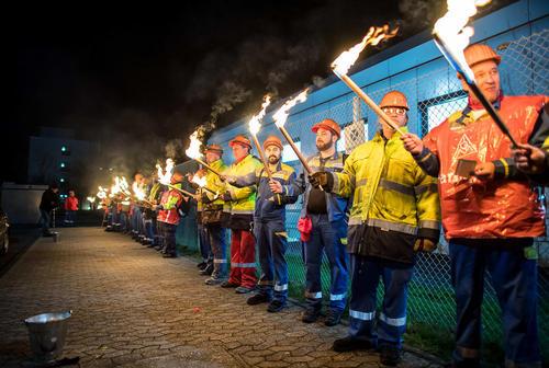 اعتصاب کارگران شیفت شب یک کارخانه تولید آلومینیوم در آلمان